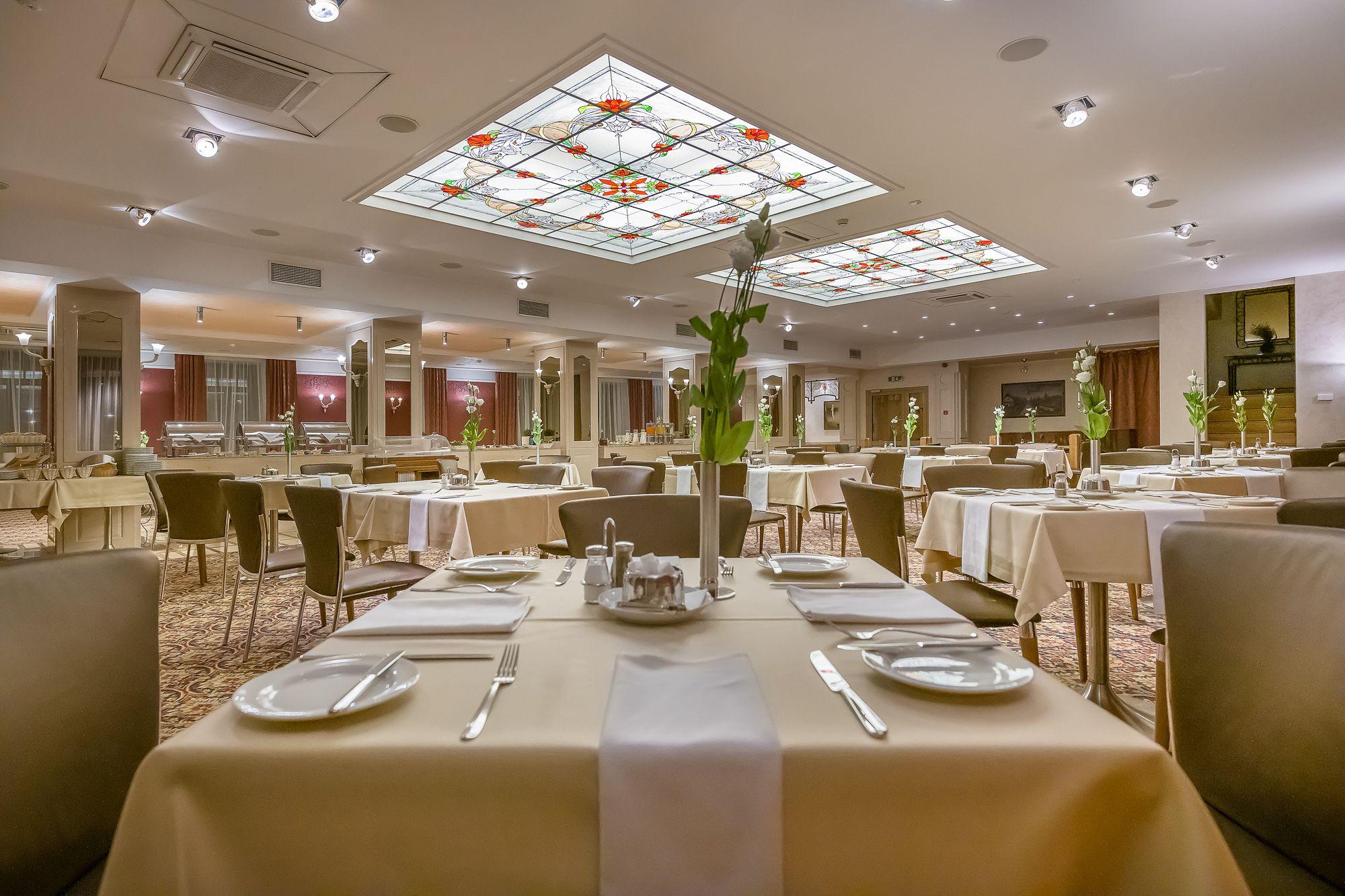 Artis Hotel Restaurant